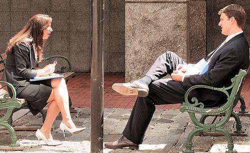 「自分の秘密を話すとその相手に好かれる」心理学的な理由