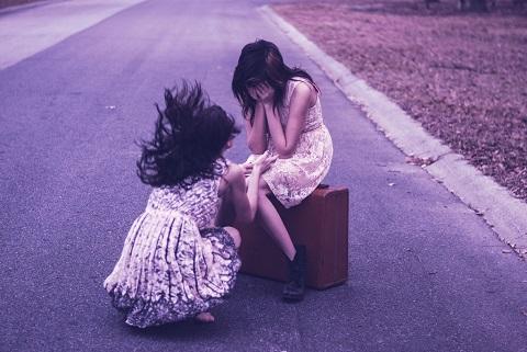 不幸な恋愛を繰り返す「ダメ男好き」女子の特徴4個