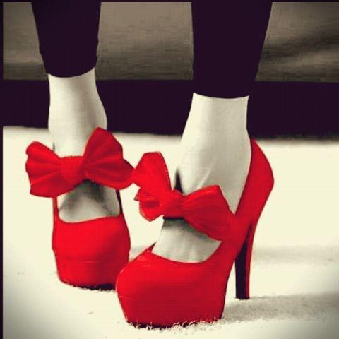 赤=女の子の色はウソ!「男らしい男性ほど赤を好む」と判明
