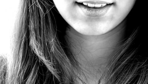 作り笑いor本物?「彼の笑顔の理由」を判別する簡単な方法