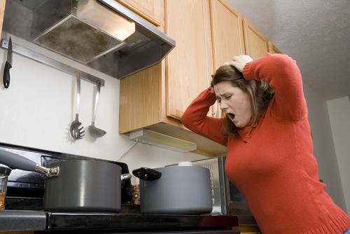 これじゃ逃げられて当然!メシマズ女の「危険な料理」ワースト5