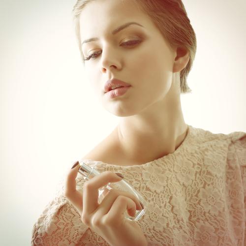 心理学で判明!「フローラルの香り」がモテる意外な理由