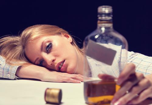 二度と誘いたくない!恋も友情も失う「おバカな酒癖」ワースト5