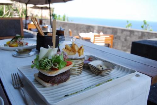 ふわオムレツに海鮮!カレと行きたい「朝食のおいしいホテル」3選