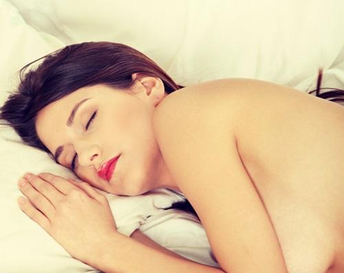 パジャマはゴミ箱に!裸で寝ると「モテるようになる」理由4つ