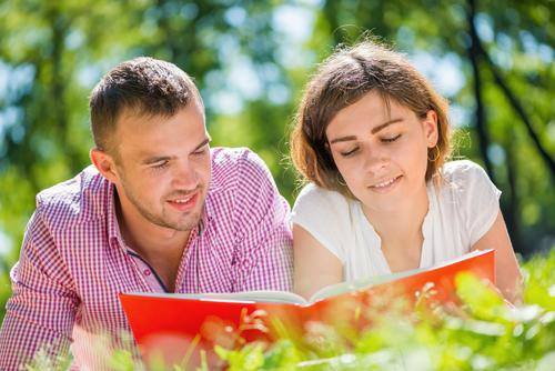 大人な楽しみ方してみたい!読書の秋に「実は彼と興奮できる本」