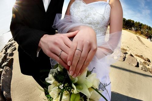 「男性は教えてあげないと正しくプロポーズできない」調査で判明