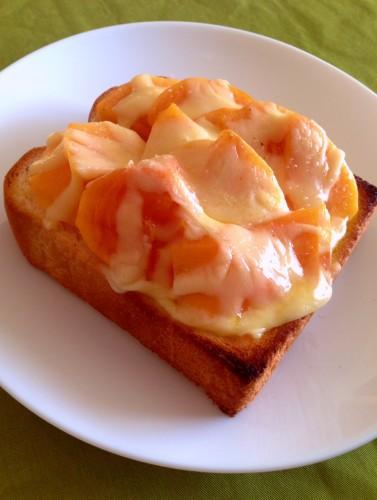 心も舌もとろけちゃう!? 寒い朝に「話題の柿トースト」はいかが