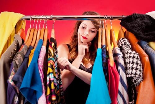 大掃除で供養!実は「ドン引きされてた」流行ファッションアイテム