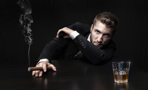 もうバレバレ!「新年早々オトコの飲む酒で見破る」アレのタイプ