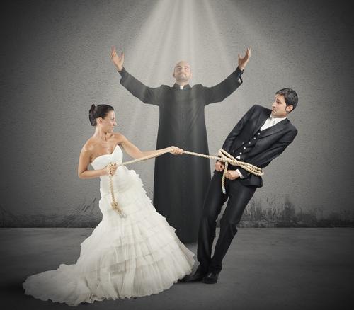 エリート街道からドン底へ?「婚期を逃しがちな」女性の職業3つ