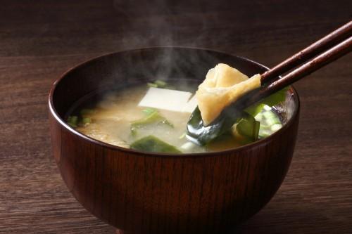 お味噌汁が絶品に!良質な煮干の選び方と超簡単な水ダシの取り方