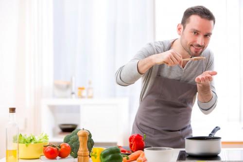 女性が「カレシに求める料理のレベル」…1位はアレが作れること