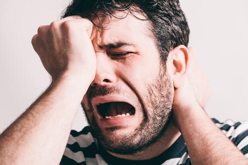 そ…そこで泣くんかいっ!本当に存在する「泣き虫男」の特徴4つ