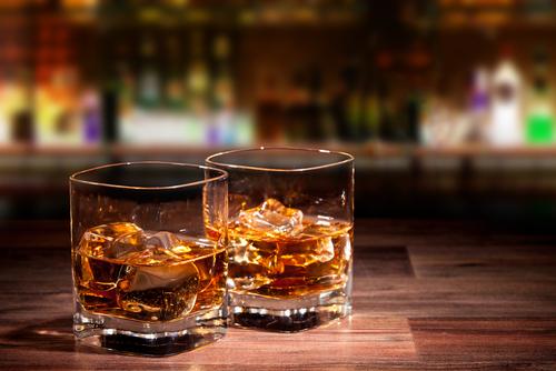 本物の男だけ引き寄せる!「ウイスキーをセクシーに飲む」コツ4つ