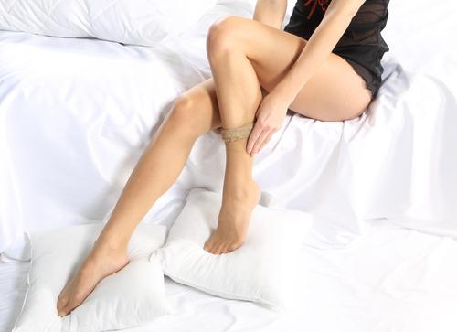 「脚の色」の印象だけで老け認定!? 驚きの調査結果が明らかに…