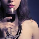 彼のじゃ満足できない?「赤ワインが媚薬になるかも…」研究結果