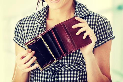 いますぐチェックして!「財布にアレが多い女はモテない」と判明