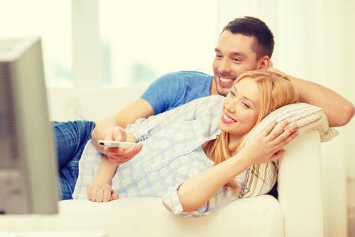 うずくのにぃー!「カレがずっとテレビ見ているとき」の対処法3つ