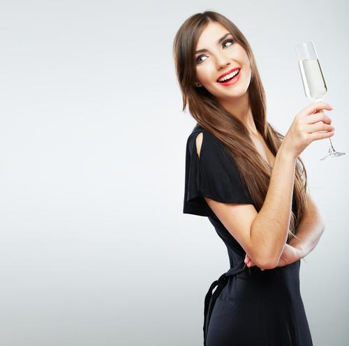 4位ローラ3位石原さとみに圧勝「一緒に飲みたい女性」1位2位は?
