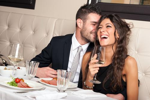 まずは緊張をほぐすために●●!初デートで男性と話すべき話題4つ