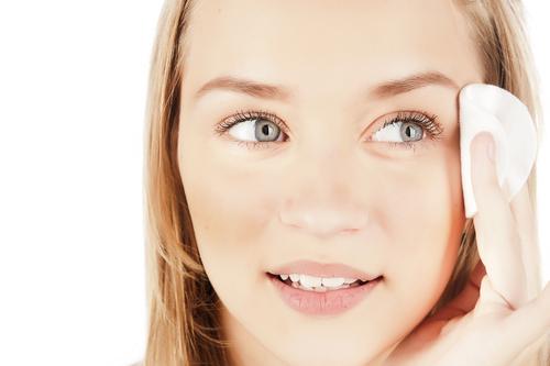 女性の7割はお肌を気にしすぎ?男性の9割が「すっぴん好き」
