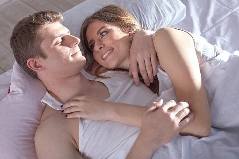 実はこんな意味が…!エッチのあとの「腕枕」に隠された秘密とは?