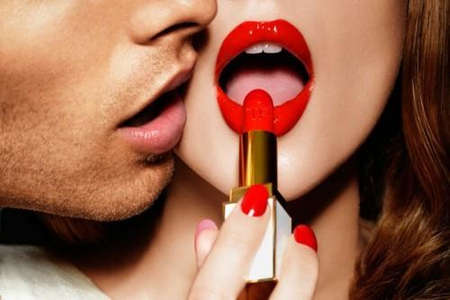 流行している今こそチャンス!「赤い口紅は七難隠す」調査で判明