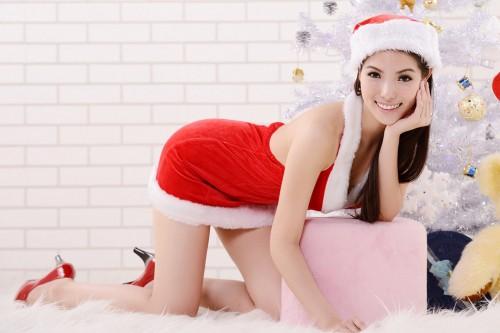 男を悩殺…!「ミニスカサンタ」が冬ファッションのお手本な理由