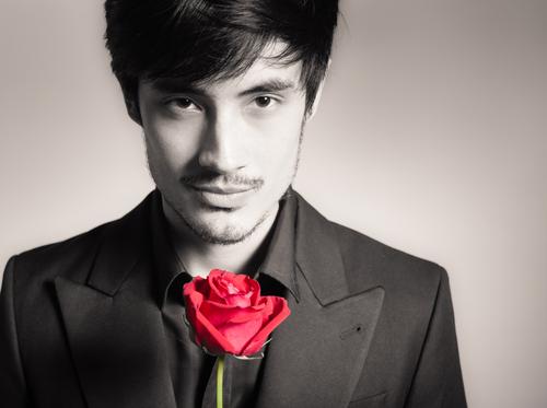 「世界で最もセクシーなアジア人男性」は元人気アイドルグループの…?