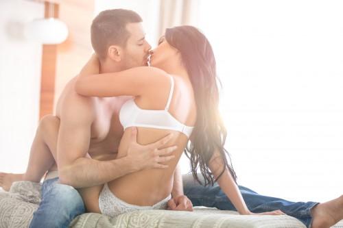 【連載6:AFTER】膝にまたがってキス!? ベッドで「ピンクの小さな悪いヤツと…」