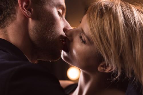 ヤダ…大興奮?「愛する彼氏がいても」恋に堕ちちゃう危険なキス