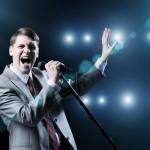 これはバレバレ!男が「結婚したい女」の前で歌うカラオケ曲3つ
