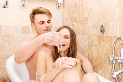 ぶっちゃけビンビンです!男が彼女にしてほしい「混浴でのテク」