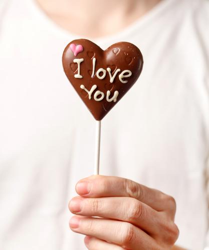 やばいぞ!約50%の男性が「もらったチョコをSNSに投稿する」