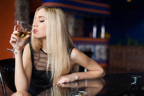 バレバレくらいが丁度いい!飲み会で「本命の男を落とすテク」3つ