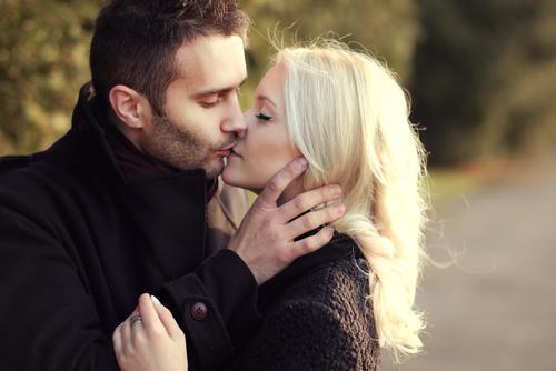 秒殺すぎてショック…!? 外国人男性との「恋が成功する」秘訣2つ