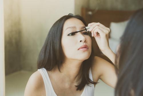 目に力いれすぎ!本当はカワイイのに「モテなくなる」女子の表情4つ