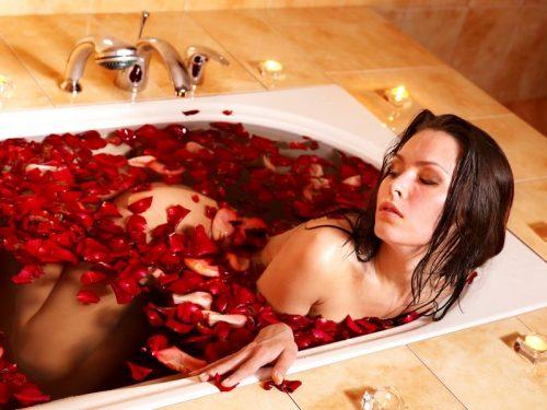 刺激的な夜は香りから…!「官能的なエッチのための媚薬」5選