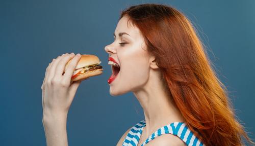 「また食べちゃった〜」ダイエット失敗女子がモテる理由とは…?