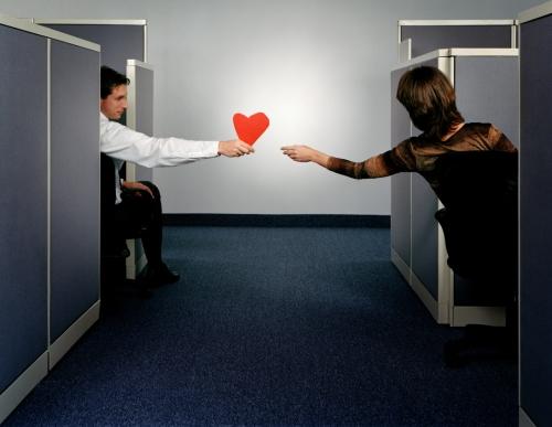 職場恋愛の脈ありサイン!男性からのアプローチ方法と職場恋愛への心理3つ