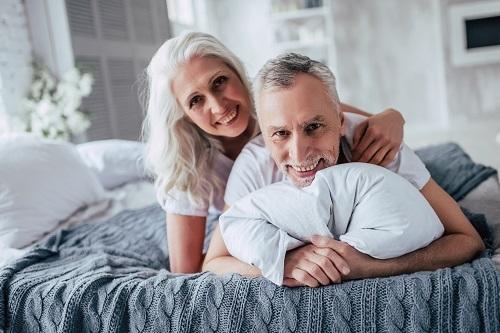 夜の夫婦生活いつまでする?夫婦生活の頻度や幸せを継続する方法3つ