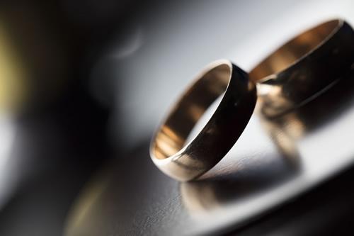 結婚資金ってどれくらい必要?「金がなくても愛があれば…」は可能か?